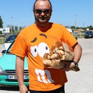 Un client assorti aux couleurs de la Boulangerie