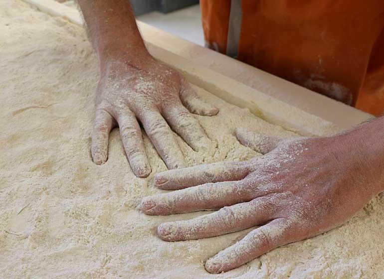 Les mains du boulanger