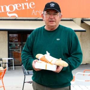 Un client de la Boulangerie
