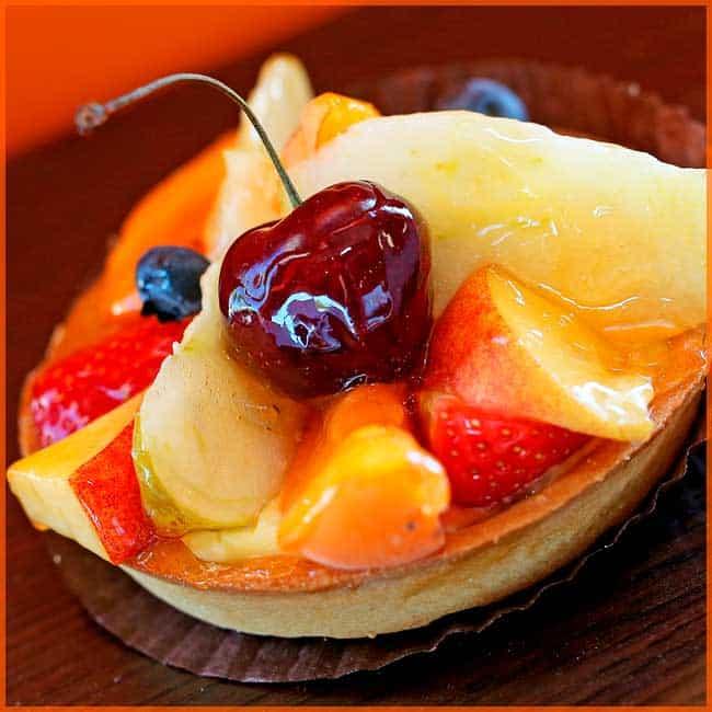 Eclatante tarte aux fruits de saison